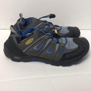Keens shoes kids size 5 boys